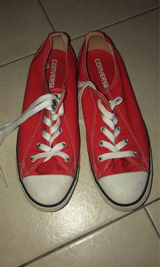 🚚 Red converse shoe