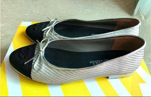 🚚 Silver Weave Ballerina Flats (Sz 39)