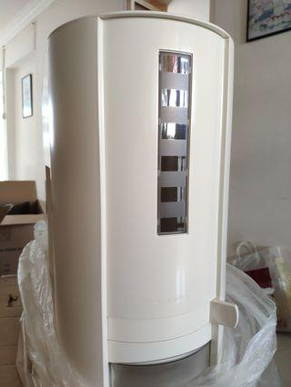 🚚 Tupperware Rice Dispenser