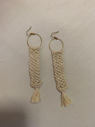 🚚 Cream Dangling Earrings