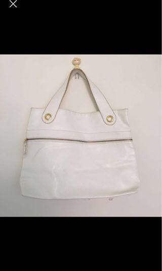 🚚 #衣櫃大掃除 白色大手提包