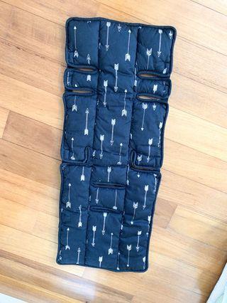Reversible stroller liner