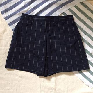 Navy front pleated plaid shorts with side pockets