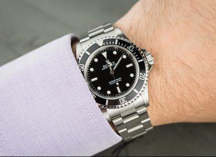 🚚 Looking for Rolex Submariner 14060 Tritium Dial in mint condition