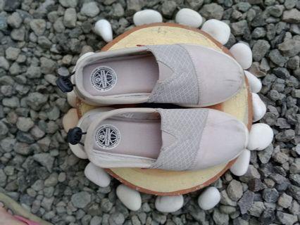 Sepatu Wakai abu abu