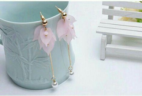 粉色花瓣長款耳環