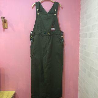 [彩色櫥窗]童趣彩色扣子小布章挺版布料軍綠吊帶長褲