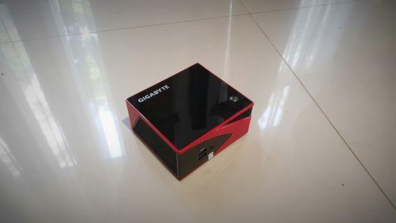 Gigabyte Brix AMD GB-BXA8G-8890