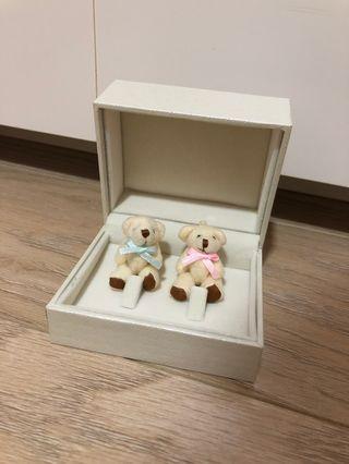 🚚 Wedding band teddy bear ring holder