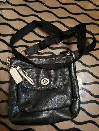 Coach 黑色鈄揹包包