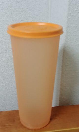 Tupperware water bottle water tumbler