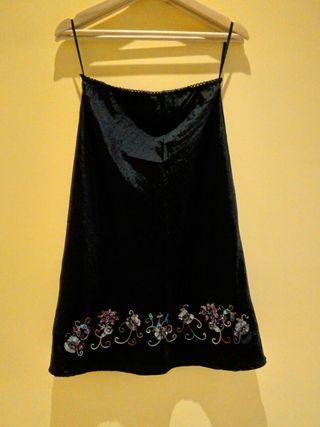 🚚 亮黑繡面及膝裙
