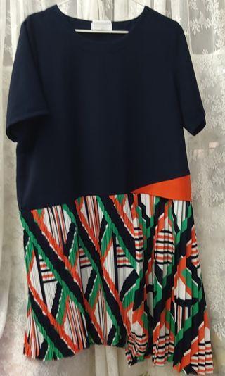 19年夏季新款裙。裙彩褶圖左邊幼褶比右邊短些,右邊是粗褶比左邊長些。