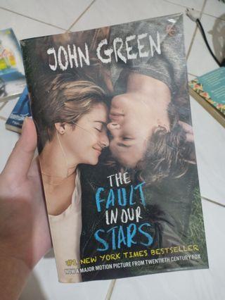 """NOVEL """"The Fault In Our Stars"""" - John Green. TERJEMAHAN"""