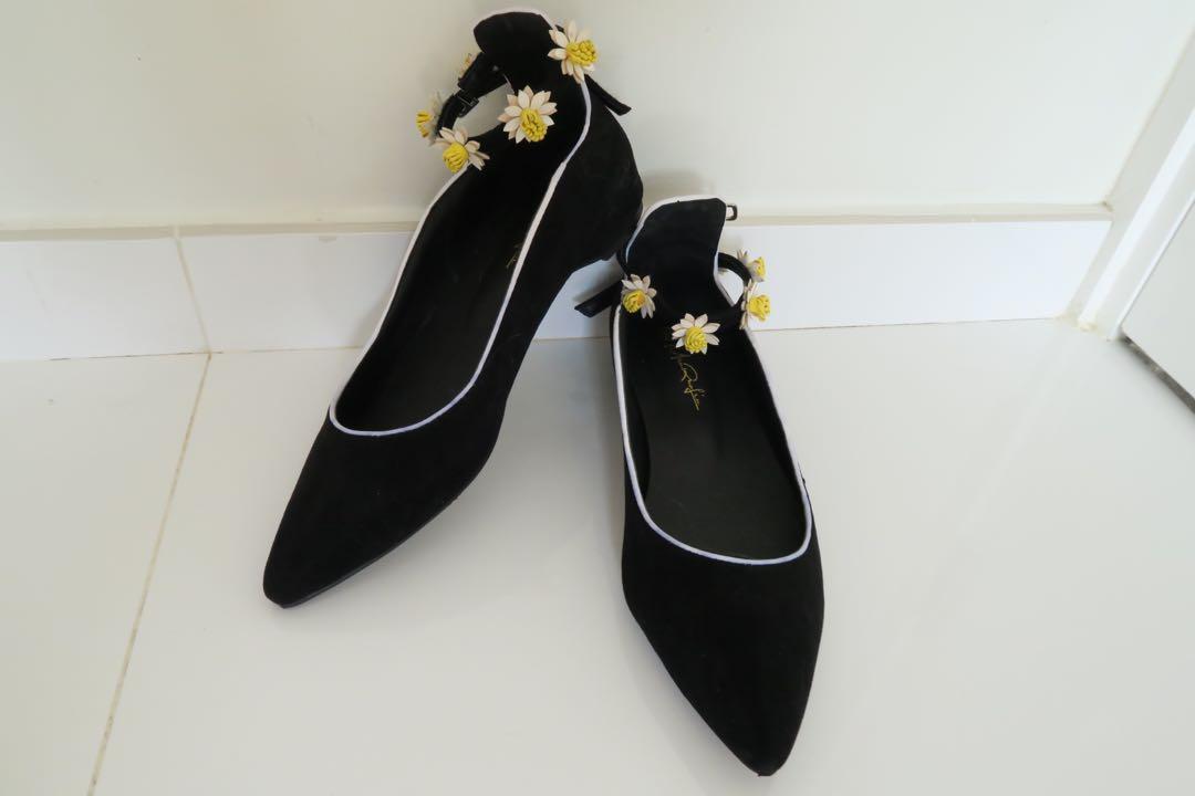 女裝黑色白菊花搭帶鞋
