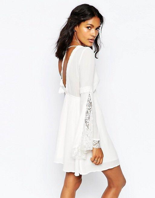 Abercrombie and Fitch White Lace Bell Sleeves Dress
