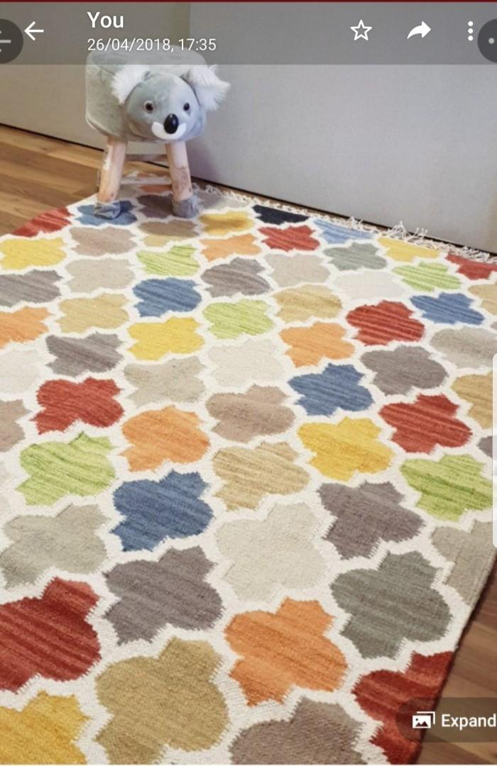 Carpet Rug 5ft x 8ft ( hand woven)