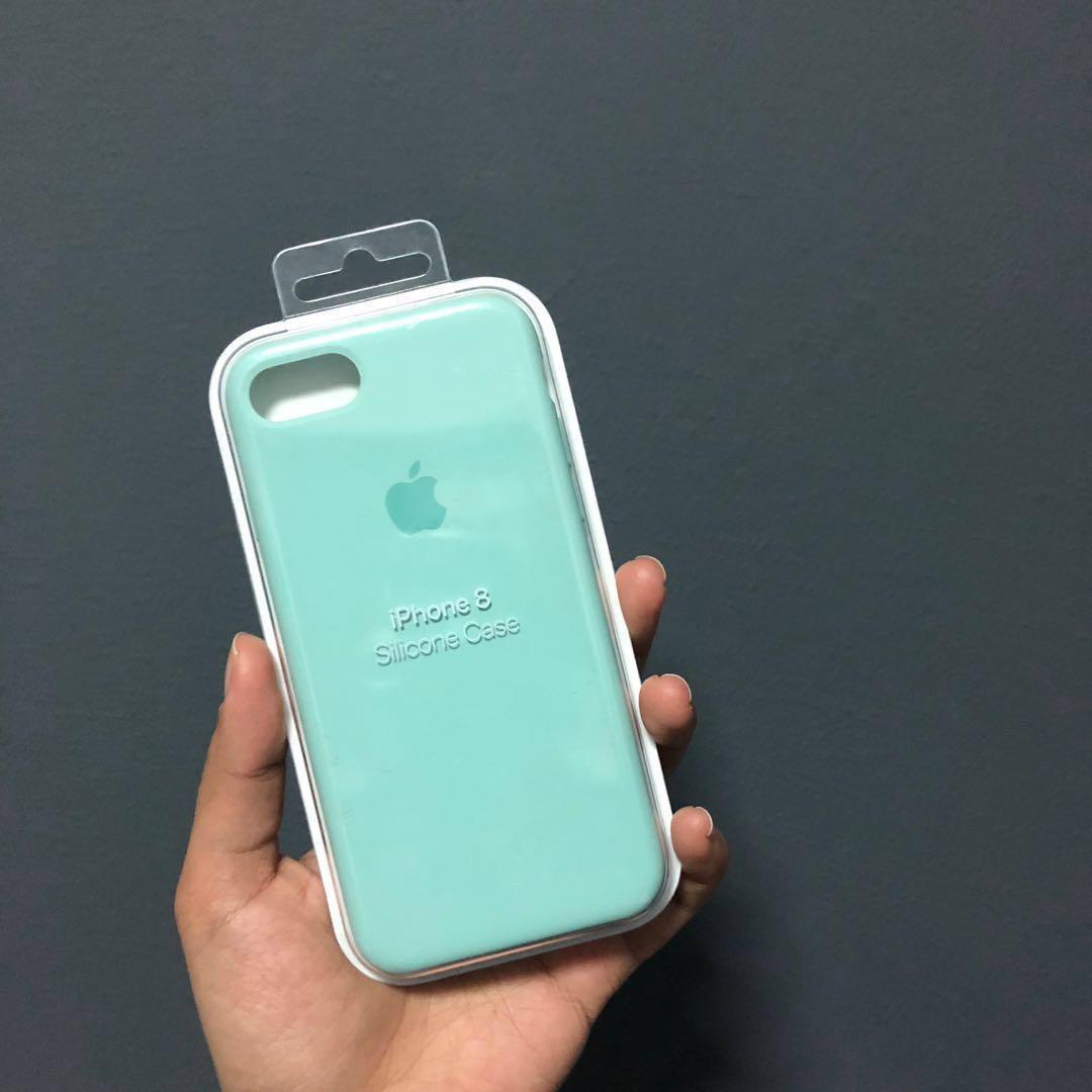 brand new 03062 10e21 iPhone 7/8 Apple silicone case in Marine Green