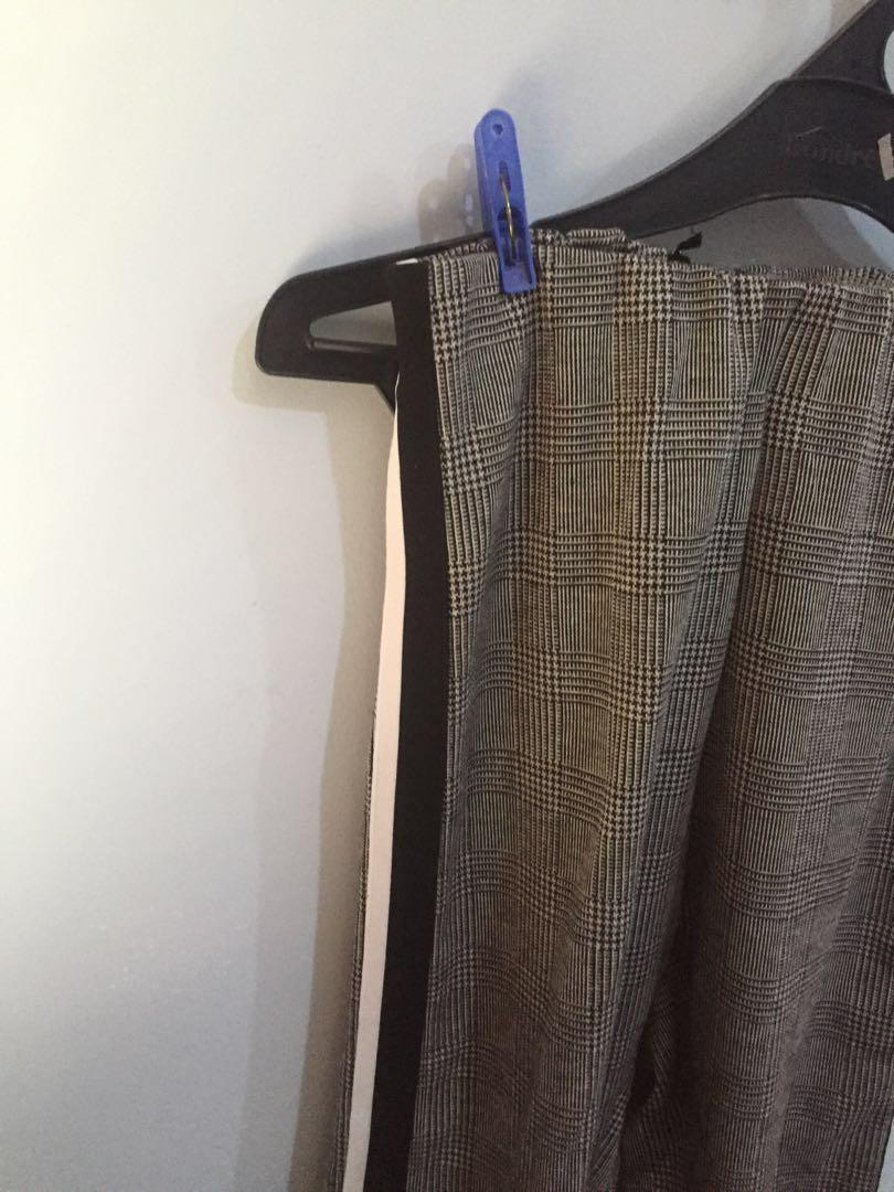 PLAID PANTS WITH STRIPES ON THE SIDE