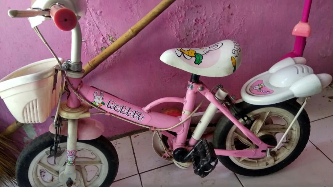 Sepeda anak (ada roda kecilnya)
