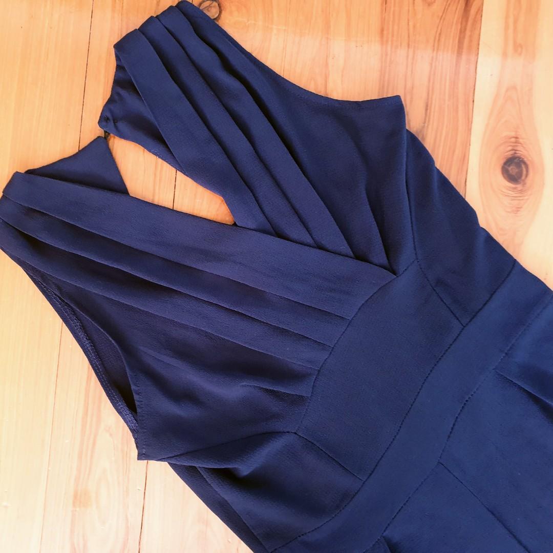 Women's size 6-8 'FREE' Stunning navy wide leg jumpsuit- AS NEW