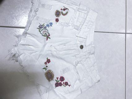 白色 刺繡 短褲