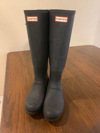 Hunter rain boots - damaged back strap