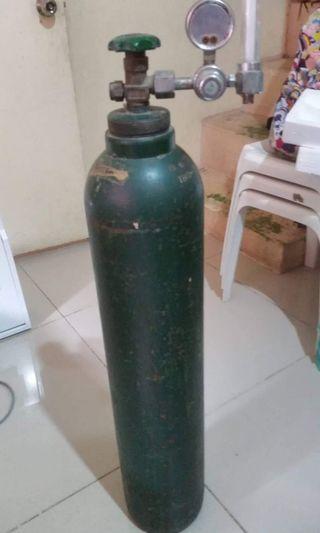 4ft Oxygen tank w/ regulator