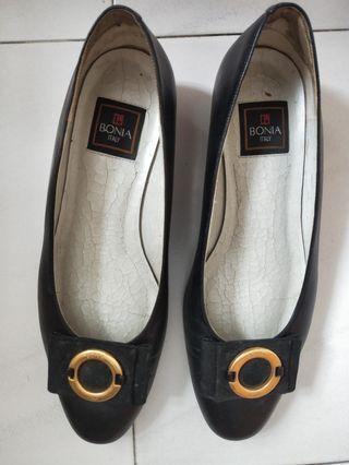Bonia court shoe