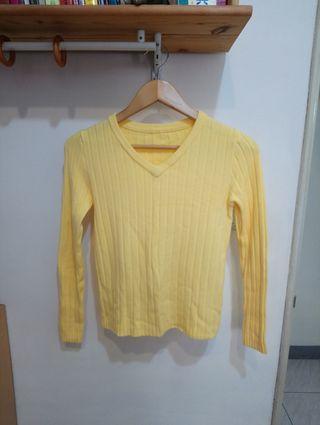 質感鵝黃針織衫