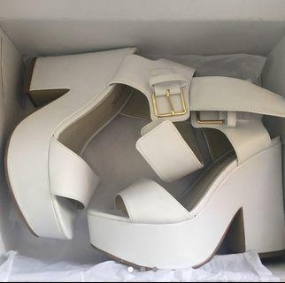 — lipstik heels