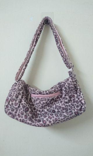 🚚 粉紅色豹紋側背包