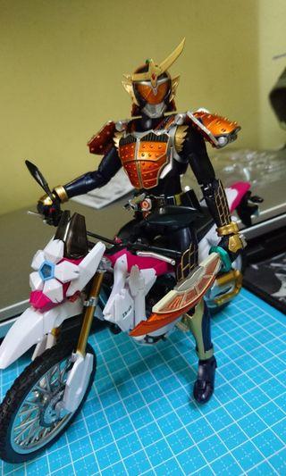 Shf Kamen Rider Gaim & Sakura Hurricane