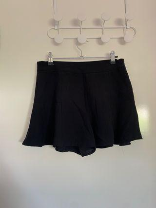 Black flow shorts