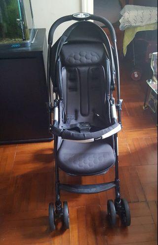 Combi 黑色嬰兒車 BB車