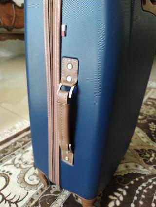 "REDUCED TO SELL Tommy Hilfiger 24"" spinner hardcase"