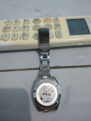 Jam tangan Mickey mouse