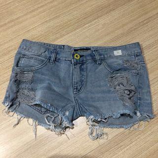 32. Super distress jeans