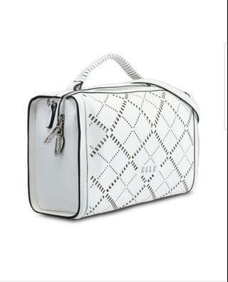 🚚 Top Handle Handbag -White