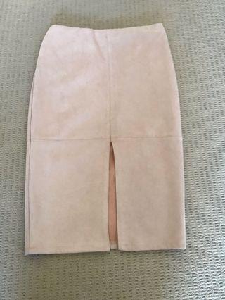 Light pink midi skirt with slit