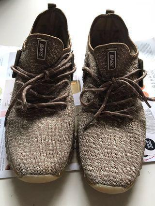 Male sneakers light brown