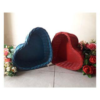 Keranjang rotan souvenir bentuk Love Hati