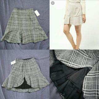 🚚 BNWT Secret Honey checkered mini skirt