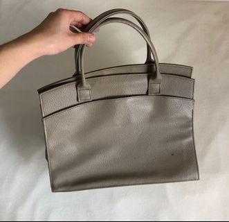 Plain handbag