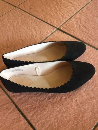 Flatshoes suede hitam