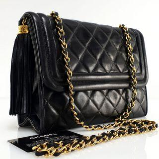 Chanel Medium 23cm Black GHW #1 sling comes with card, holo, replacement dustbag. (23 × 8 × 16cm)