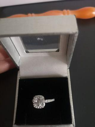 🚚 Diamante ring