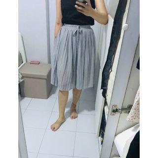 🚚 Grey Pleated Pants