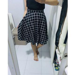 🚚 Grid A-Line Skirt