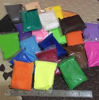 輕黏土24色 + 面包超人 匙 工具 + 拉麵 工具 + 其他工具 + 培樂多 Playdoh 泥膠 (螢光橙)(包圖中所有人野)